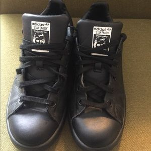 best sneakers d5516 dbbef Black adidas Stan Smiths!
